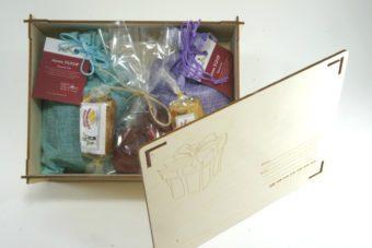 Посылка с чаем в мешочках и сладостями