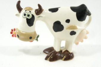 статуэтка-корова-с-ромашкой