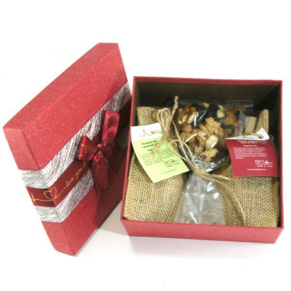 Подарочный набор с чаем в коробке 001