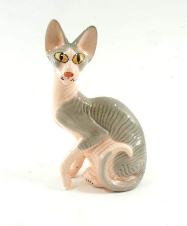 статуэтка-кошка-сфинкс-в-плаще